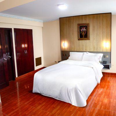 habitación con ducha española